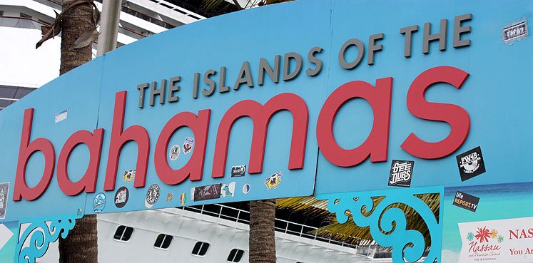 World Travel Photos :: Bahamas :: Bahamas. Nassau - a sign at the port