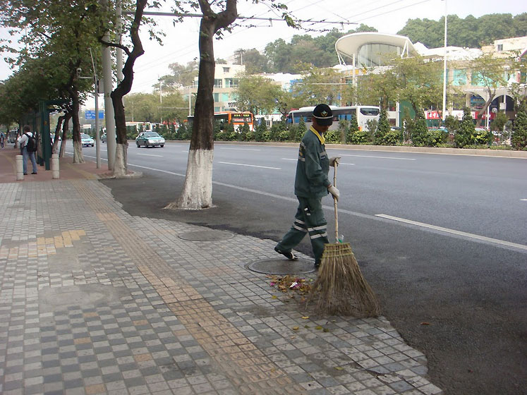 World Travel Photos :: China - Guangzhou :: Guangzhou - a cleaning worker