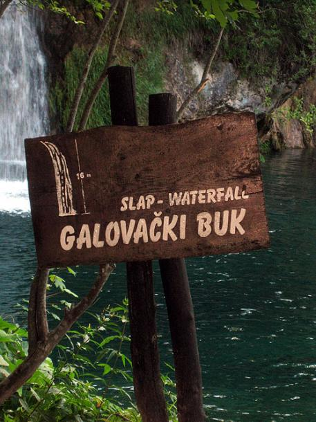 World Travel Photos :: Croatia - Plitvice Lakes National Park :: Croatia.Plitvice Lakes National Park - a waterfall sign