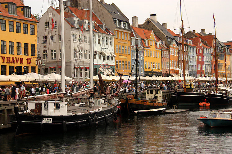 World Travel Photos :: Capitals of the world :: Copenhagen - a summer day in Nyhavn