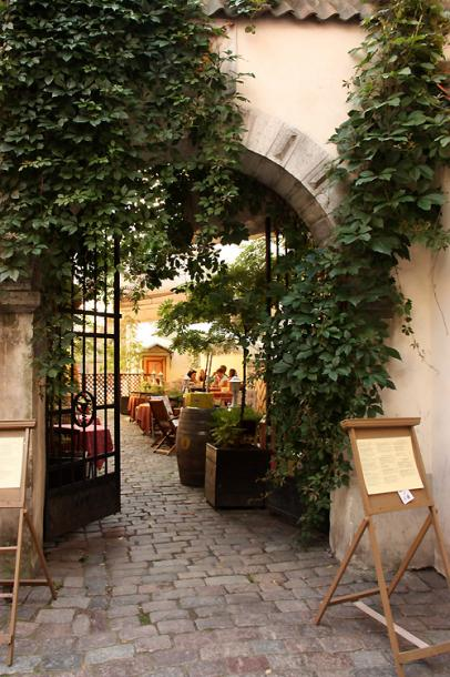 World Travel Photos :: Torontonian :: Tallinn. A cozy cafe