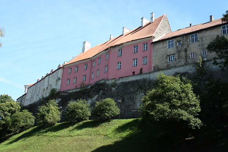 World Travel Photos :: UNESCO World Heritage Sites :: Tallinn. A line of the  houses in the upper part of the old city