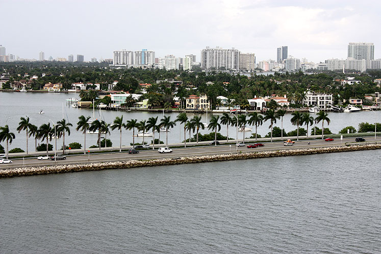 World Travel Photos :: Roads :: Miami - a beautiful road surrounded by water