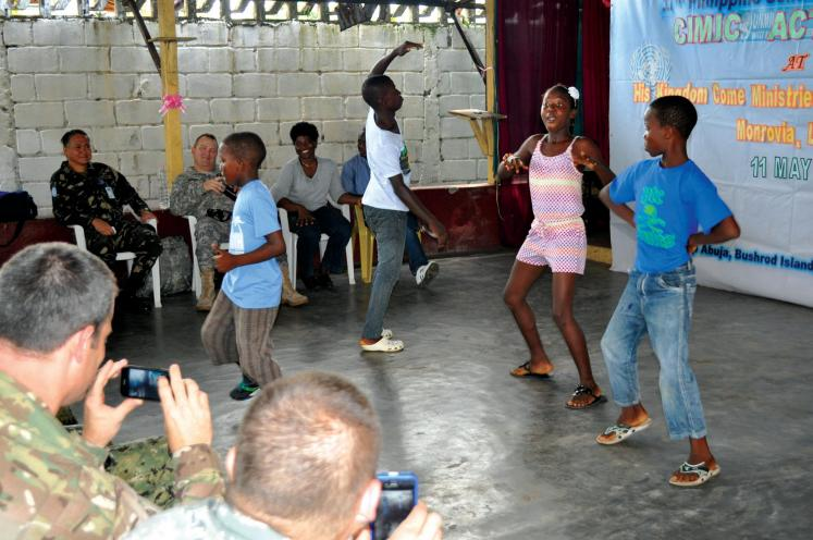 World Travel Photos :: Liberia - Misc :: Liberia, Africa - kids dancing