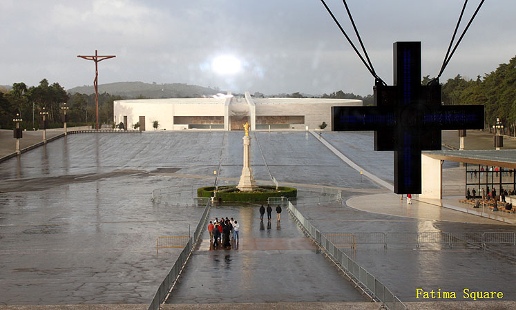 World Travel Photos :: Portugal - Fatima :: Portugal. Fatima Square and a cross
