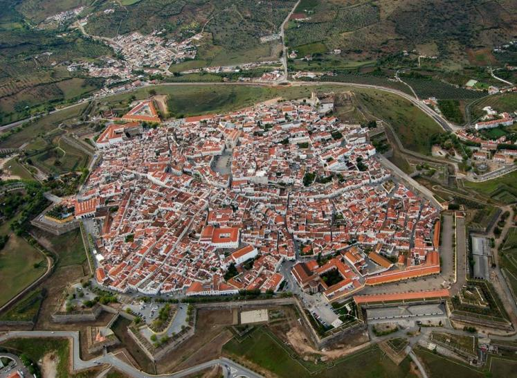 World Travel Photos :: Aerial views :: Walled city of Elvas