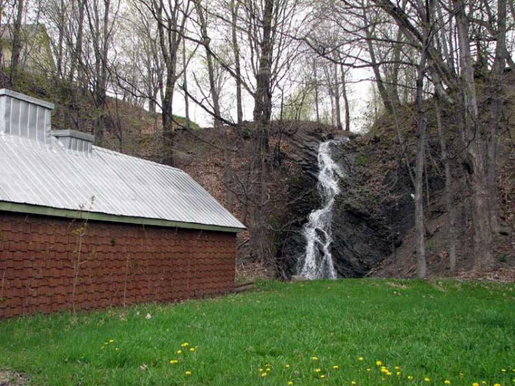 World Travel Photos :: Canada - Quebec - l´Ile-d´Orleans  :: Ile d´Orleans, Quebec - waterfall
