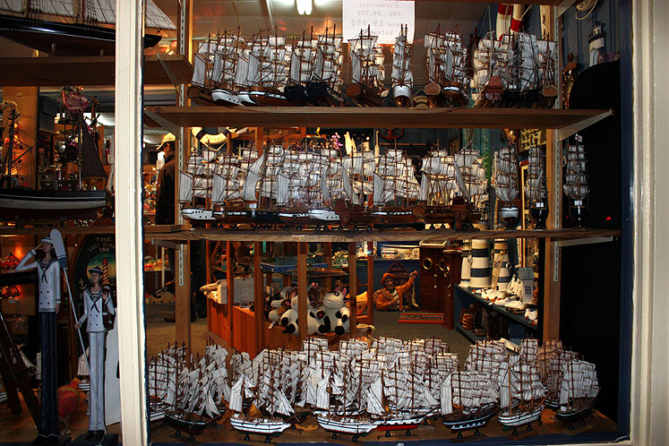 World Travel Photos :: Shop-Windows  :: Quebec. Percé - souvenirs in a shop window