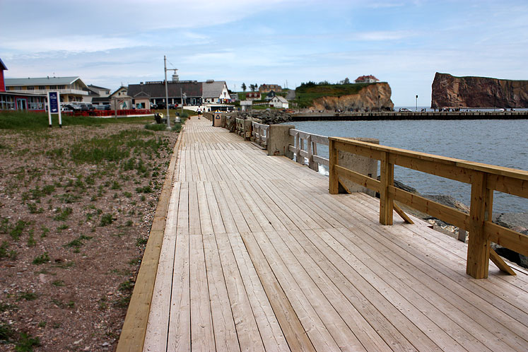 World Travel Photos :: Roads :: Quebec. Percé - a boardwalk along the oceanshore
