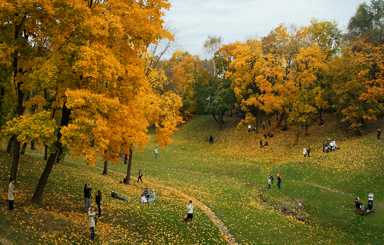 World Travel Photos :: Larisa :: Moscow. A park in Tsaritsino - autumn and people