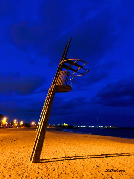 World Travel Photos :: Interesting perspectives :: Barcelona. City beach in February