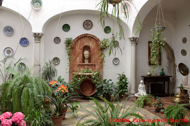 World Travel Photos :: Spain - Cordoba :: Cordoba. Patio in Jewish quarter
