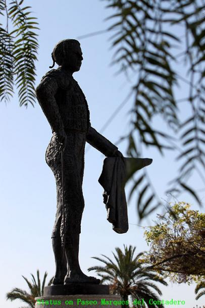 World Travel Photos :: Spain - Seville :: Seville. Statue on Paseo Marques del Contadero
