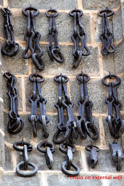 World Travel Photos :: Spain - Toledo :: Toledo. Chain on the wall