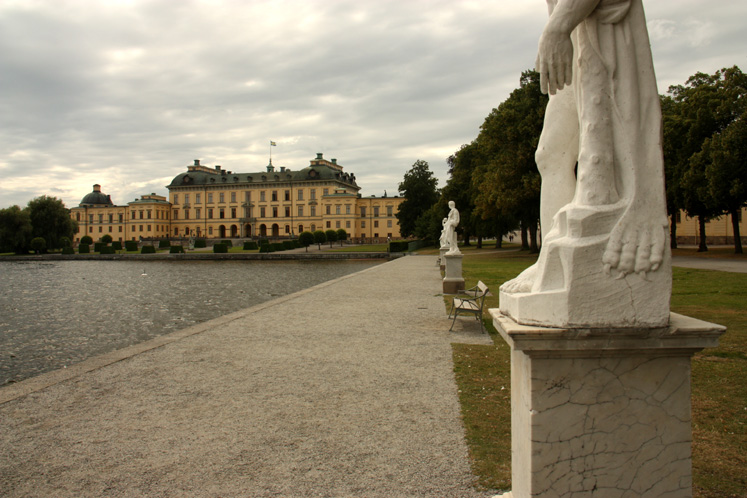 World Travel Photos :: Castles & palaces :: Stockholm - a path from the pier to the Drottningholm Palace