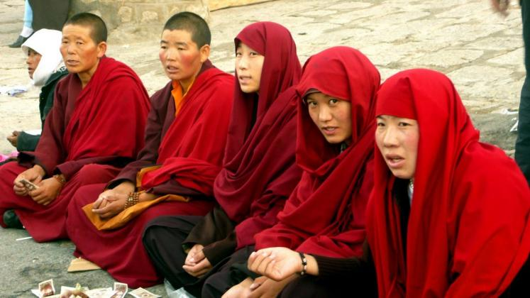 World Travel Photos :: Tibet :: Drepung monks