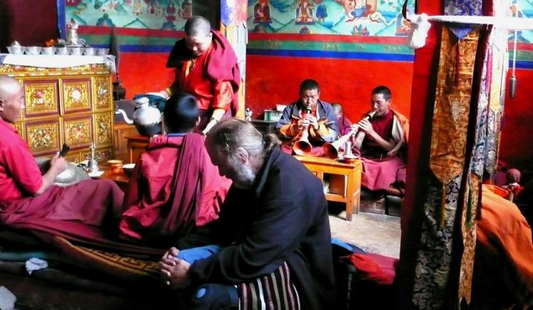 World Travel Photos :: Tibet :: Zhangmu. Chanting