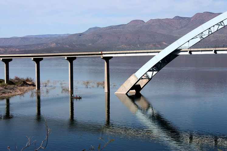 World Travel Photos :: USA - Arizona - Apache Trail :: Arizona. Apache Trail - a part of the bridge at the Roosevelt Lake