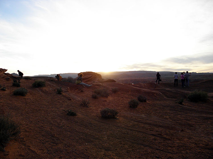 World Travel Photos :: USA - Arizona - Horseshoe Bend :: Arizona. Horseshoe Bend - people gathered to enjoy a sunset