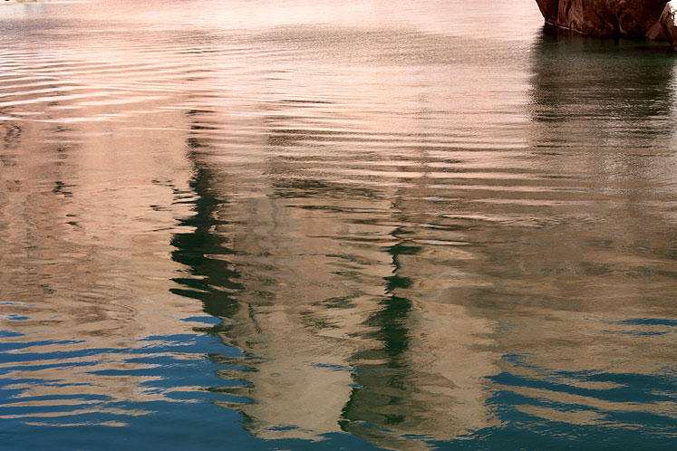 World Travel Photos :: Reflections :: Arizona. Lake Powell - reflections of the shoreline