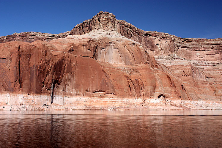 World Travel Photos :: USA - Arizona - Lake Powell :: Lake Powell, Arizona - red rocks, red water