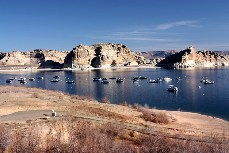 World Travel Photos :: The most beautiful natural spots :: Arizona. A bright Spring day on Lake Powell