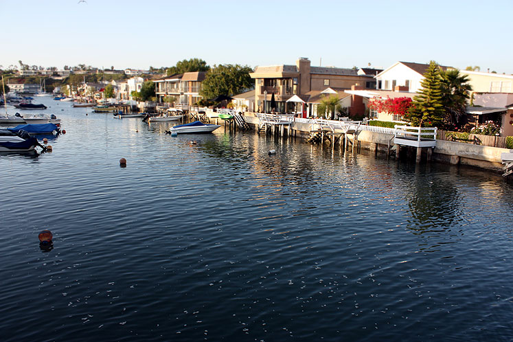 World Travel Photos :: Quiet small-town views :: California. Balboa Island - a canal