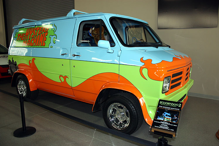 World Travel Photos :: USA - California - Hollywood :: Hollywood. Warner Bros. Studios - a mystery-machine from