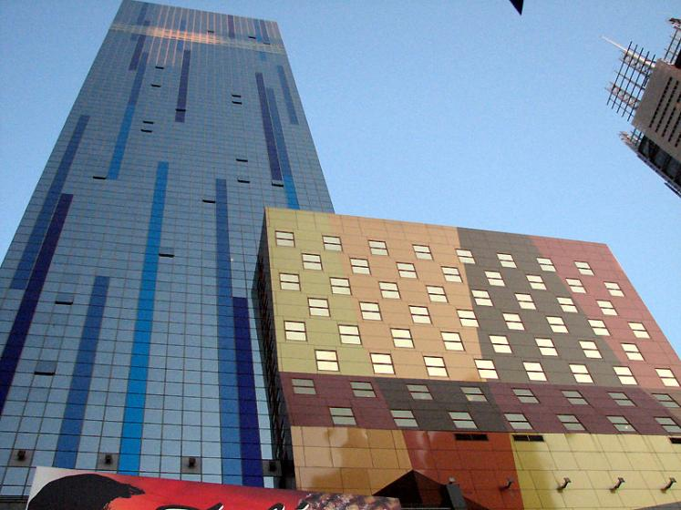 World Travel Photos :: Interesting unusual buildings :: New York City. Colorful Buildings
