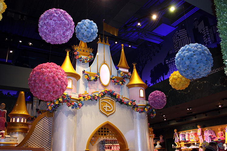 World Travel Photos :: USA - New York City :: New York City. A Cinderella Castle in Disney store on Times Square