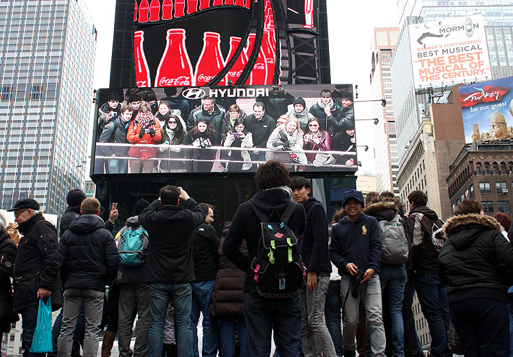 World Travel Photos :: City life - random scenes :: New York City. Tourists looking at themselves at the big screen at Times Square