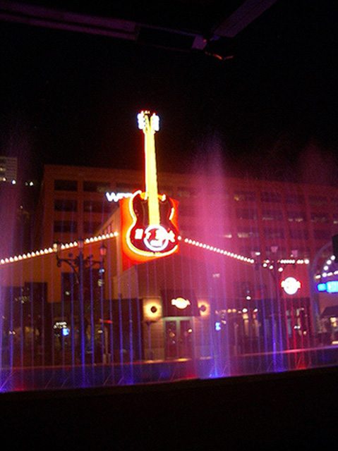 World Travel Photos :: USA - Pittsburgh :: Pittsburgh. Hard Rock Cafe and Fountains